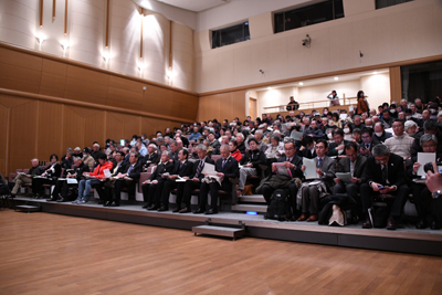開会直前の会場内風景の写真