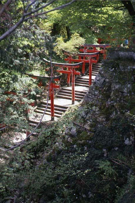 麓城/稲荷曲輪(いなりくるわ)下の参道の画像
