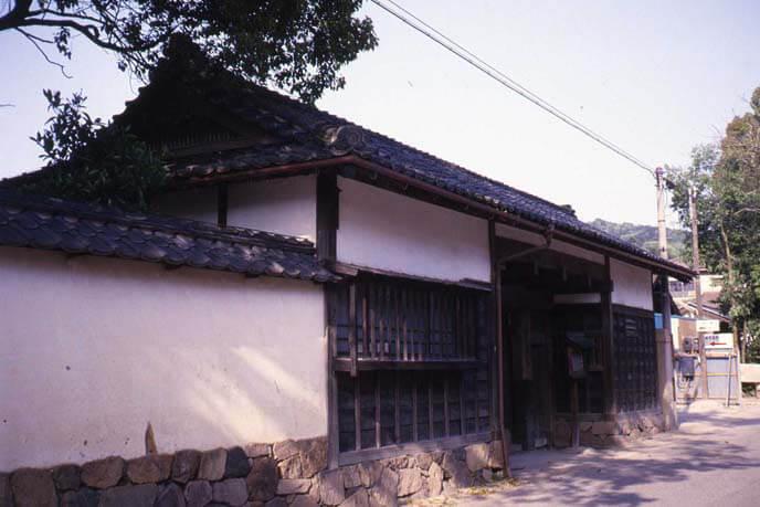 城下の家老長屋門の画像