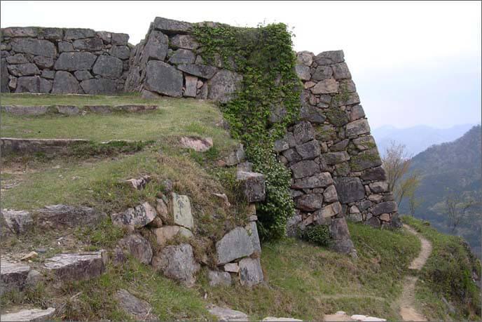 山上/北千畳(きたせんじょう)の入口の石垣の画像