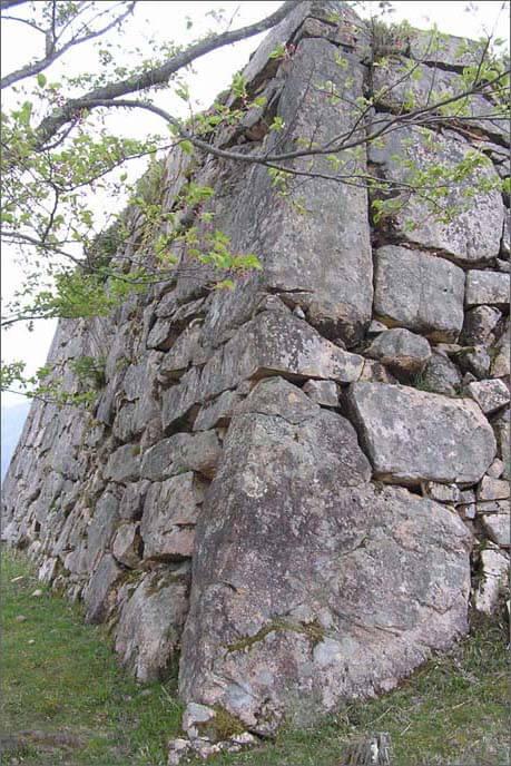 隅石垣の立石積みの画像