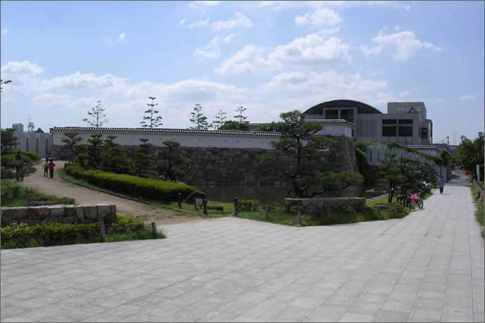 城跡として整備された図書館近辺の画像