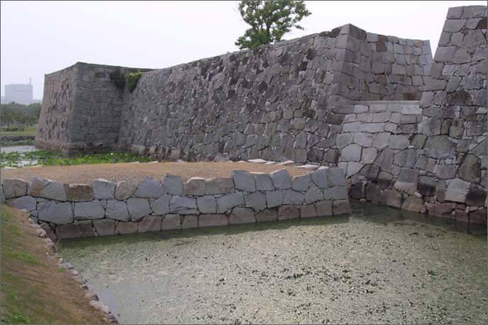 刎橋門(外側)の画像