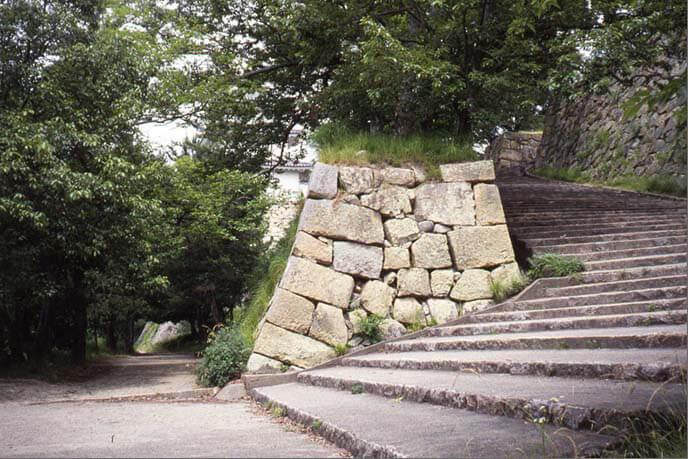 二ノ丸の南下の登り口の画像(その1)