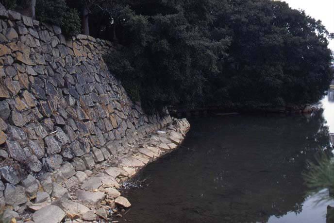 中堀追手の石垣の画像