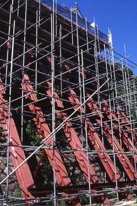 修理工事中の坤櫓(ひつじさるやぐら)の画像