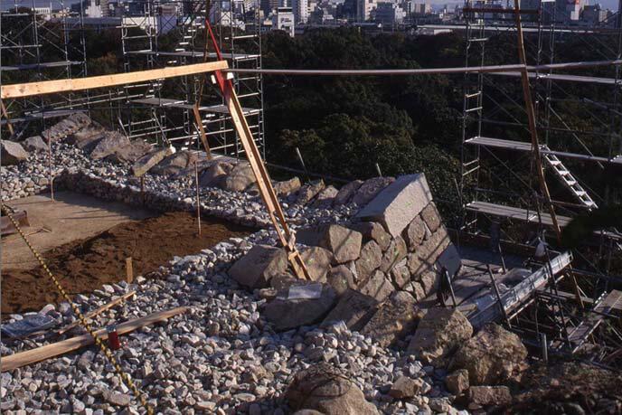 修理工事中の本丸石垣の画像