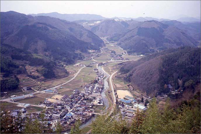 城山から美作国境(岡山県)を遠望した風景画像