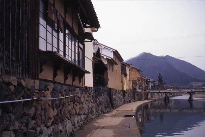 川端の風景が美しい平福の町並みの画像