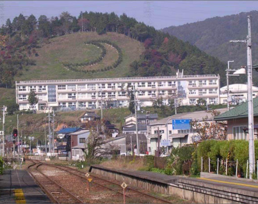 JR姫新線 三日月駅から見た三日月陣屋の画像