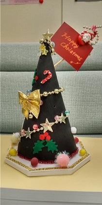 革で作成されたクリスマスツリーの画像