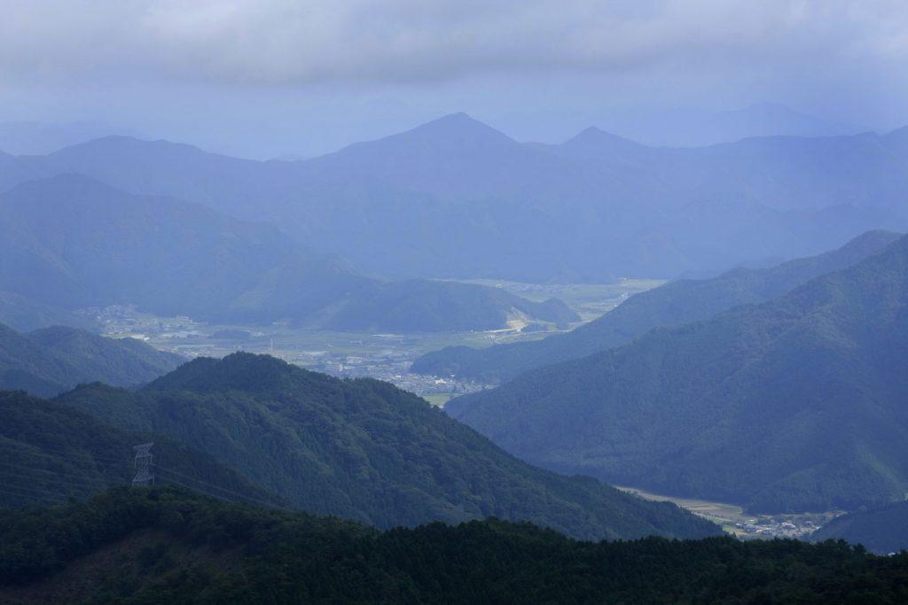 頂上から丹波側の眺望