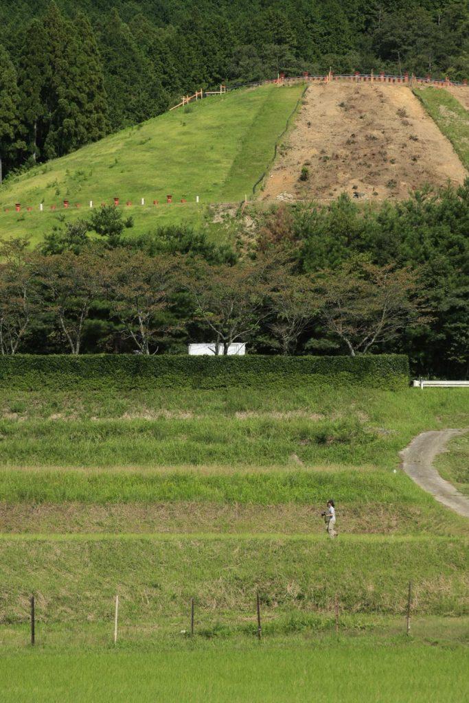 巨大な墳丘