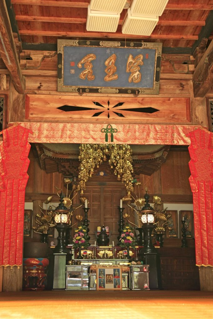 薬師堂の内部