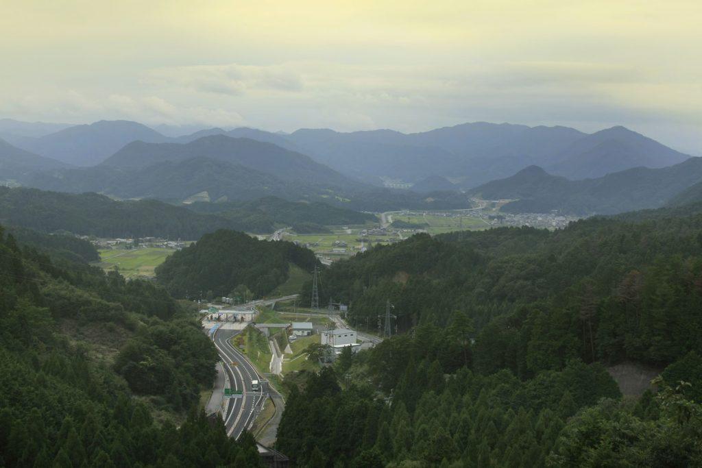遠阪峠から楽音寺方面を望む