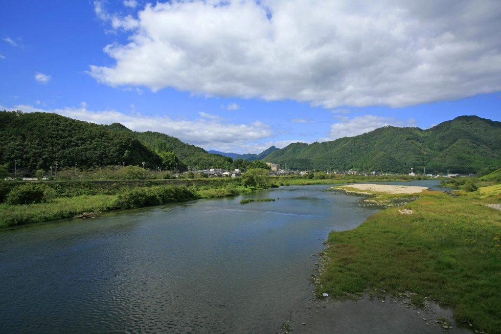 網場付近の円山川