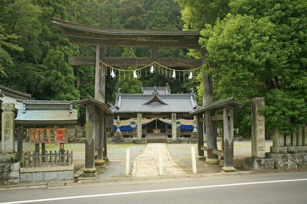 日吉神社(鳥居から)