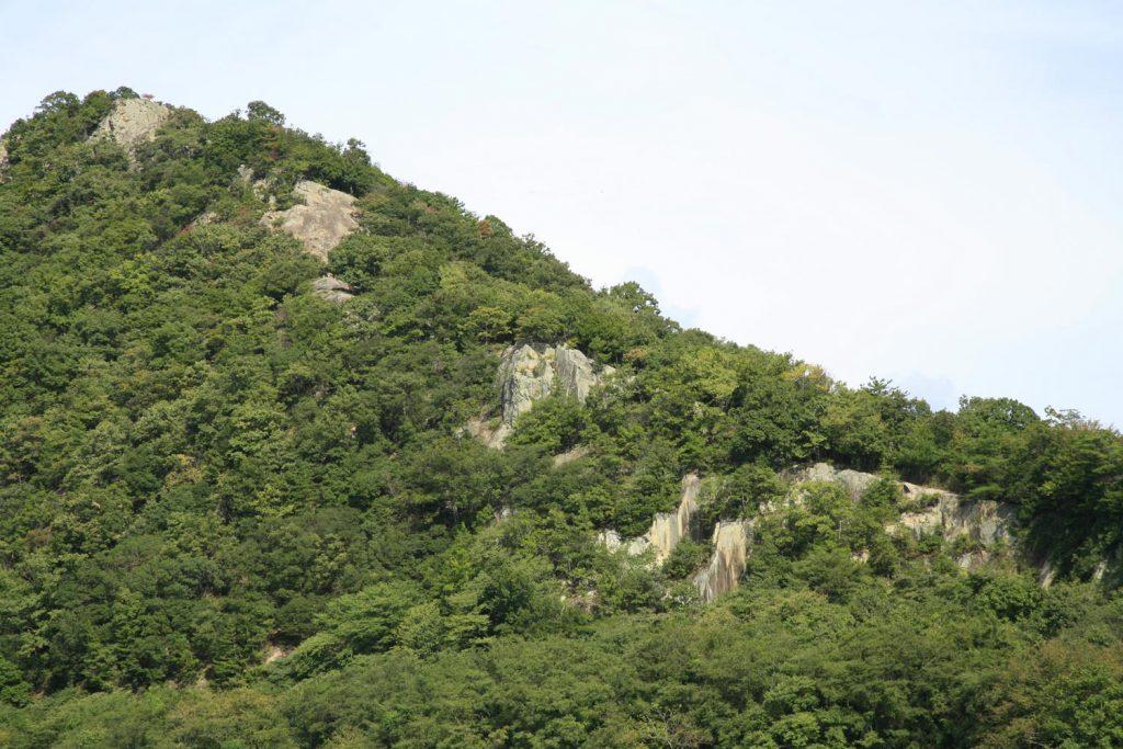 天まで届く岩