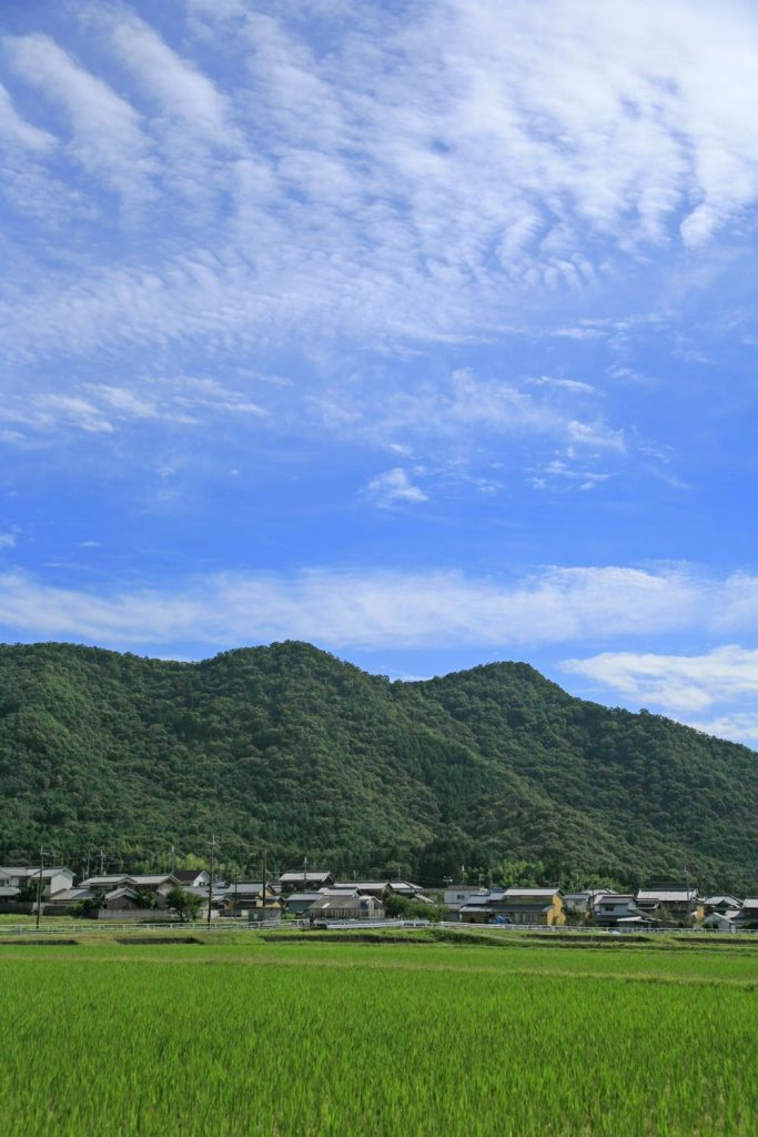 峰相山と麓の村
