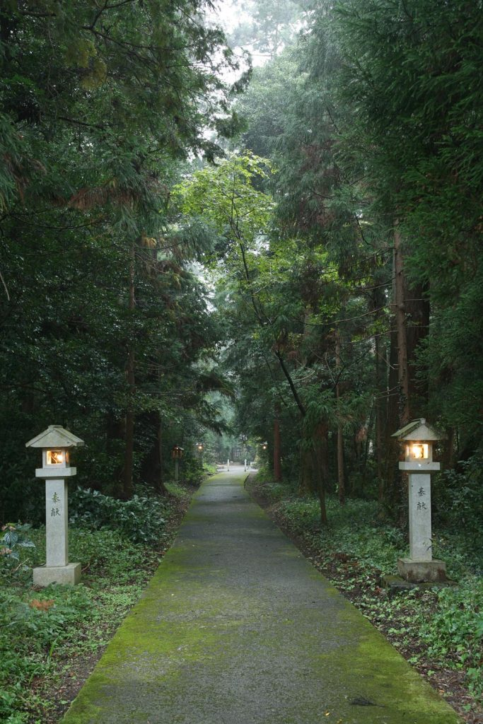 伊和神社 北側の参道