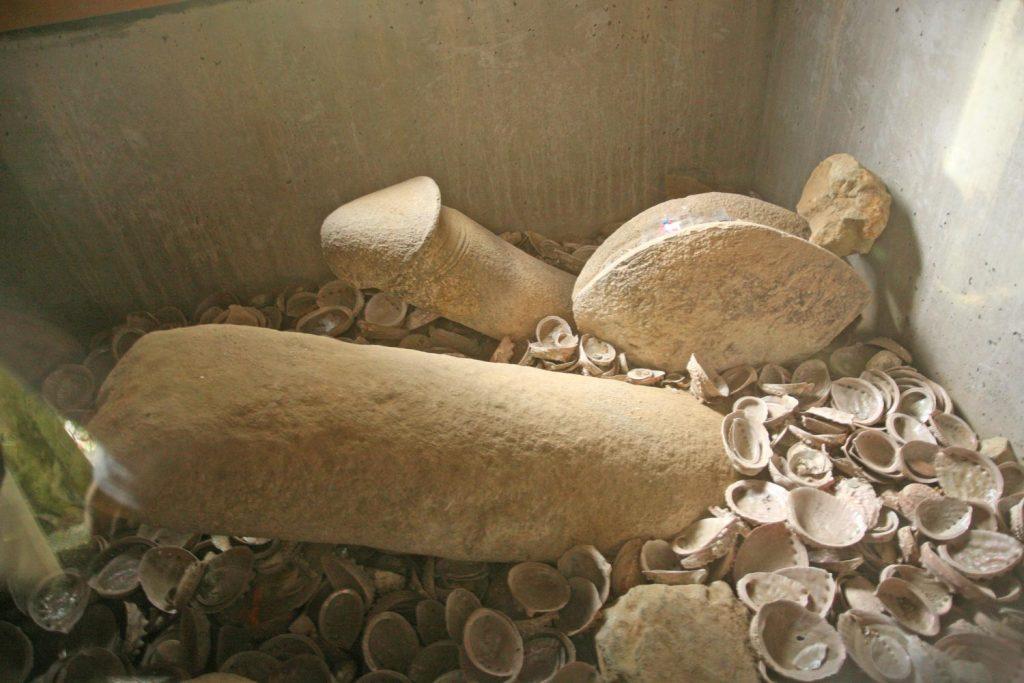 裸石神社(ご神体)