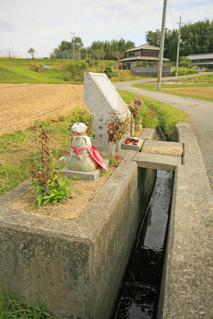 コンクリートの用水路