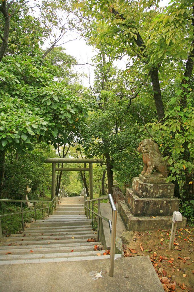 本殿までの 長い階段
