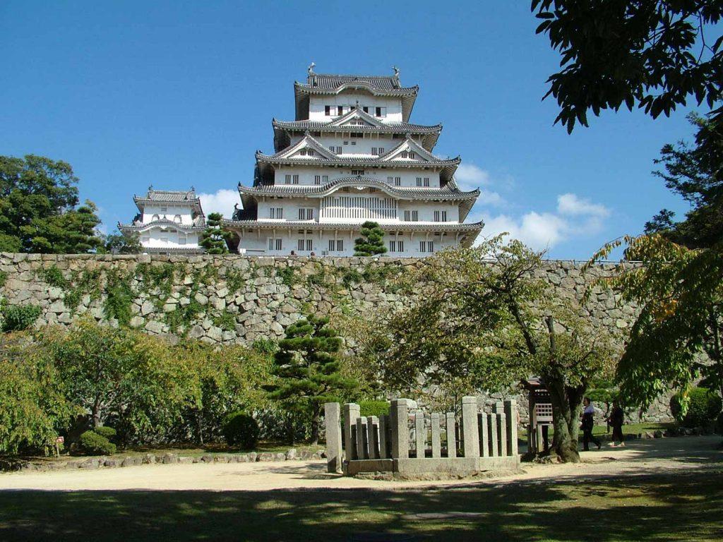 姫路城天守閣と「お菊井戸」