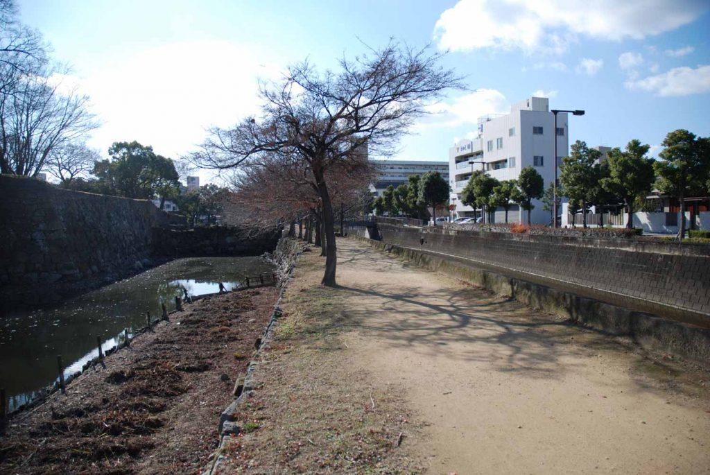 車門跡付近 (左が中堀、右が船場川)