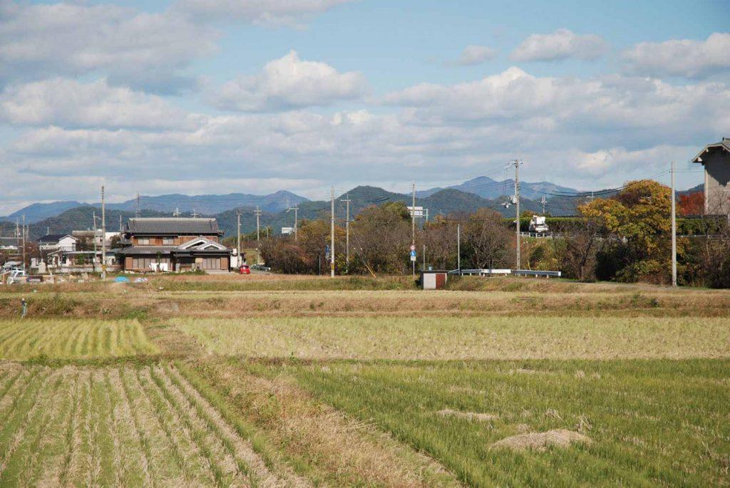 笠形山遠望(右奥の最も高い山、姫路市船津町から)