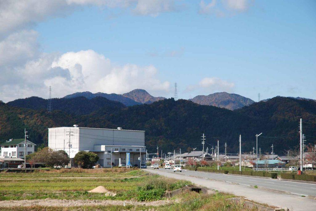 多可町中区からみた笠形山 (中央奥の最も高い山)