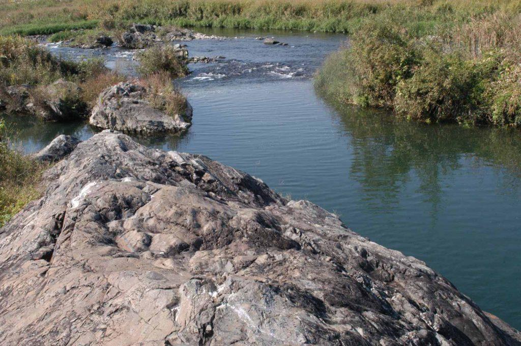 市川の駒ヶ岩