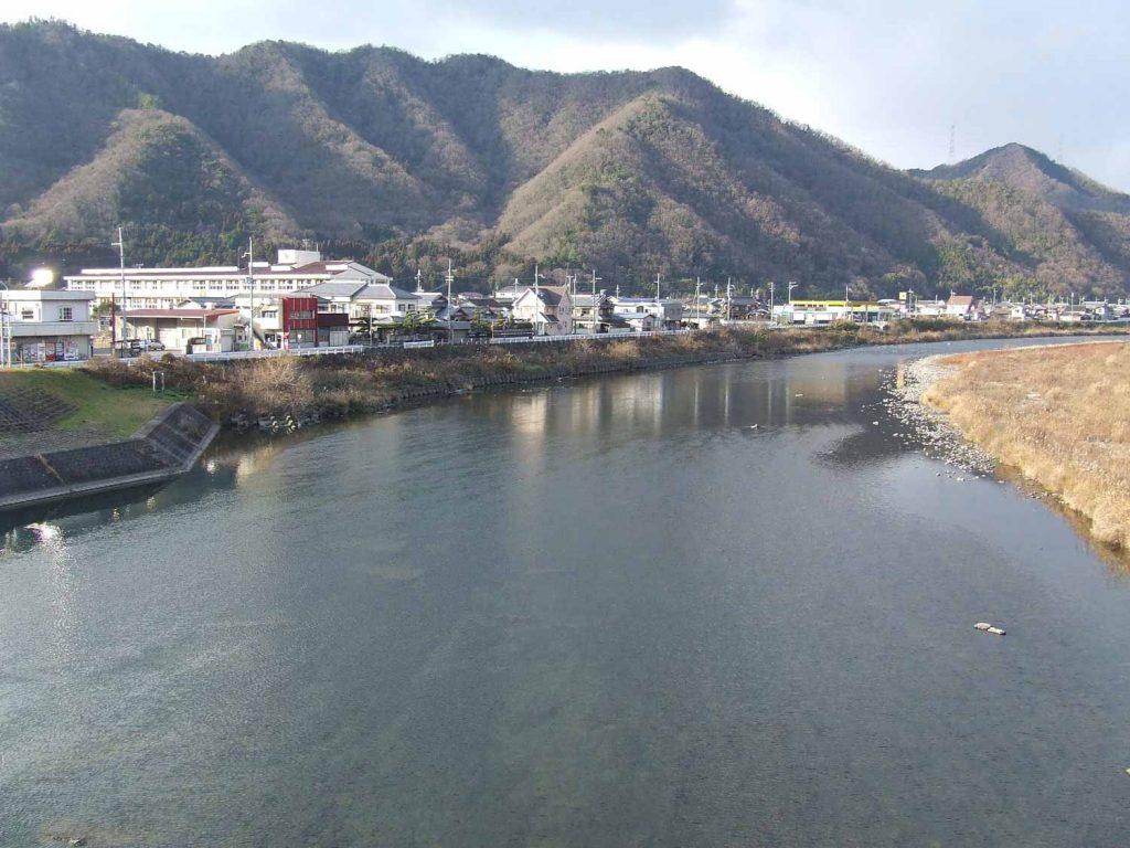 たつの市新宮町香山の揖保川