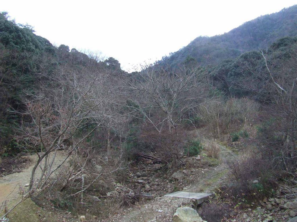 城山城跡搦手への登山口 (唐猫谷)