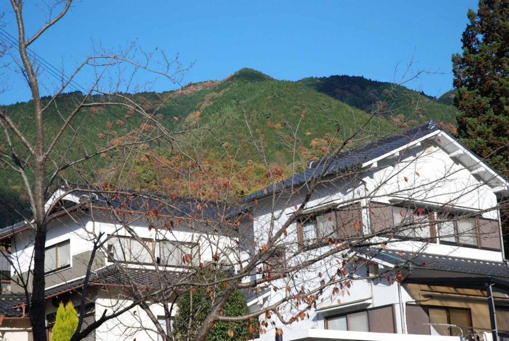 宝筐印塔のある山
