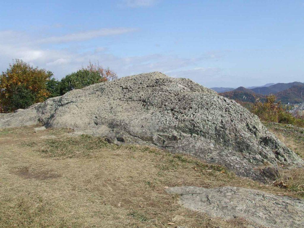 檀特山頂の岩