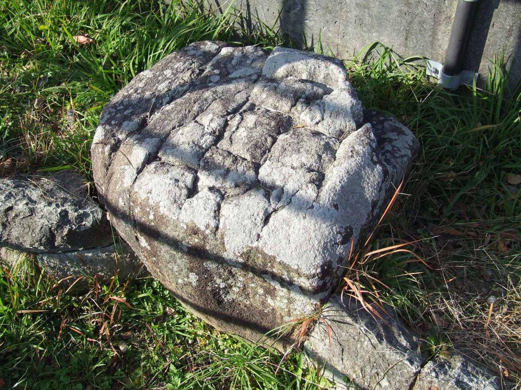 佐用岡平方の太子の投げ石