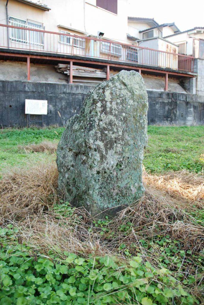 鵤北山根の 太子の投げ石