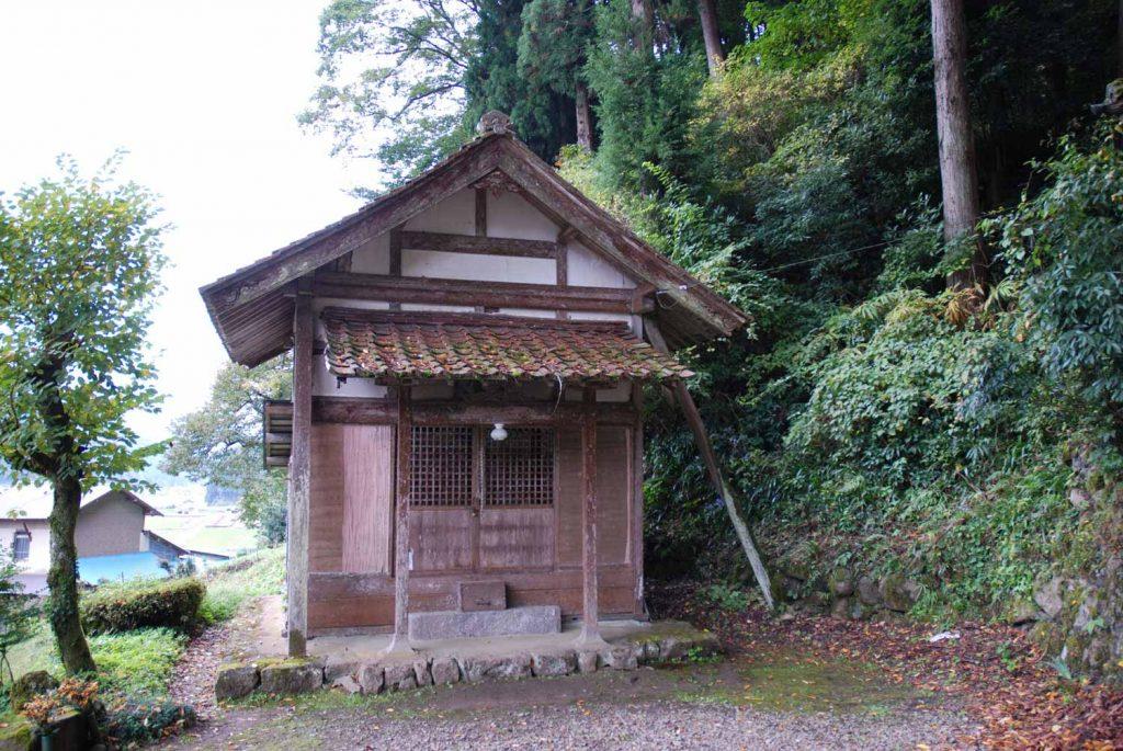 八柱神社境内の観音堂
