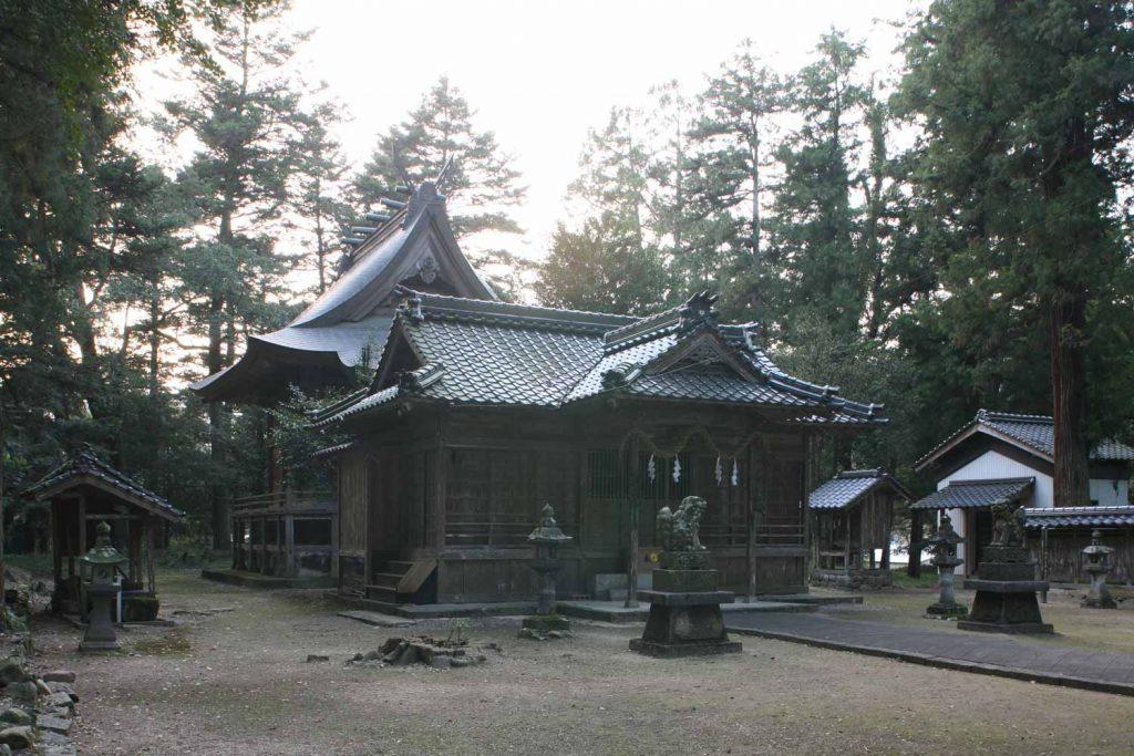 御出石神社(本殿と拝殿)の写真