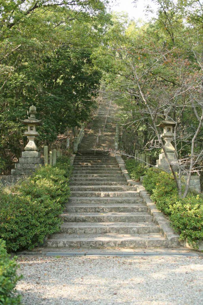 参道の長い階段