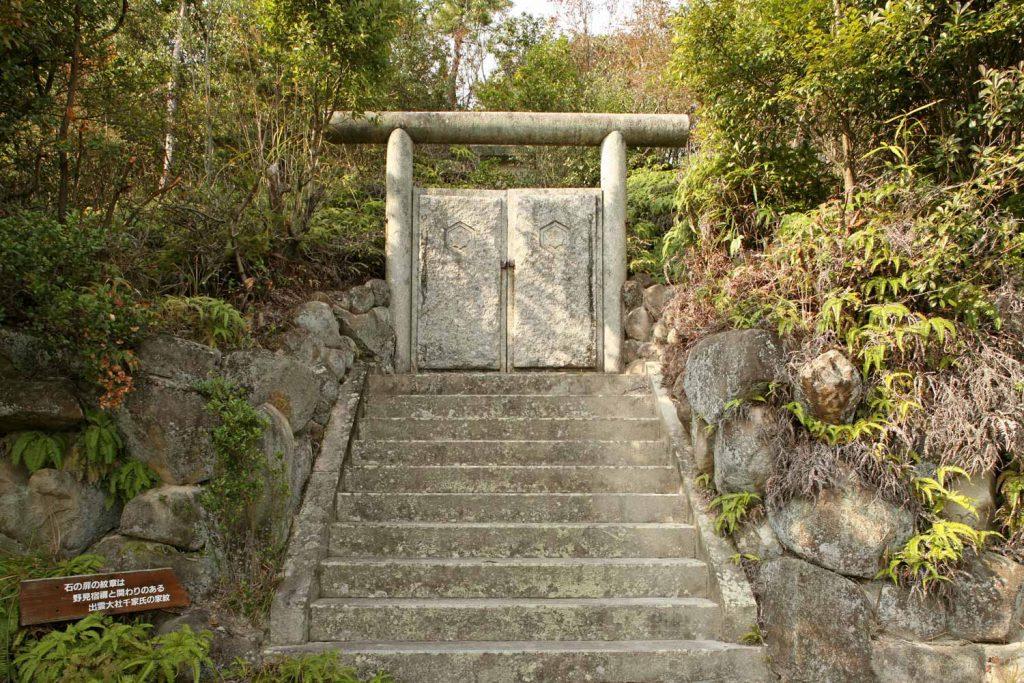 野見宿禰墓の正面