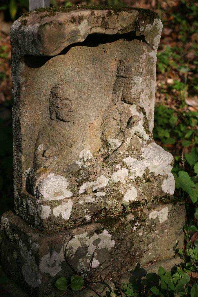 山道の石仏