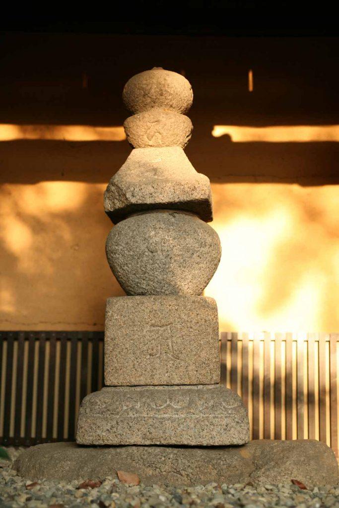 敦盛首塚の 五輪塔