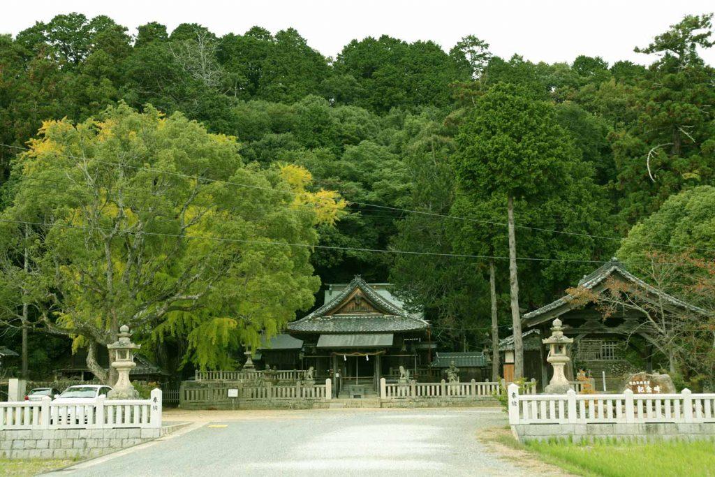 六條八幡神社(参道から)