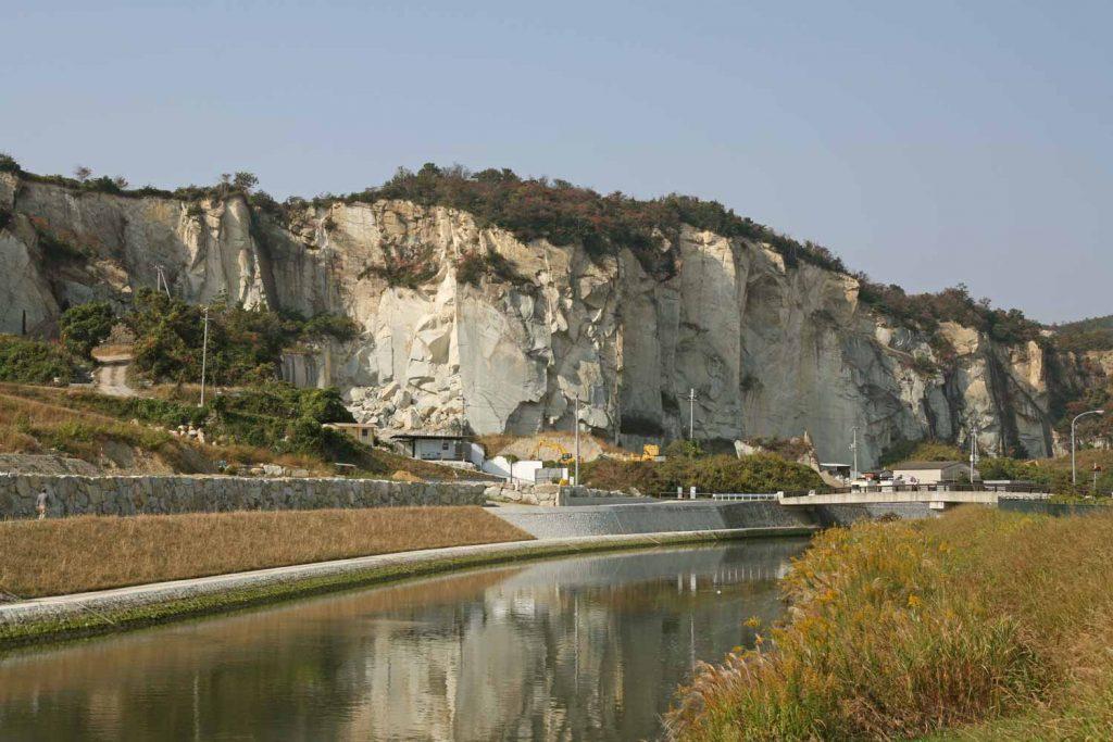 竜山付近の石切り場