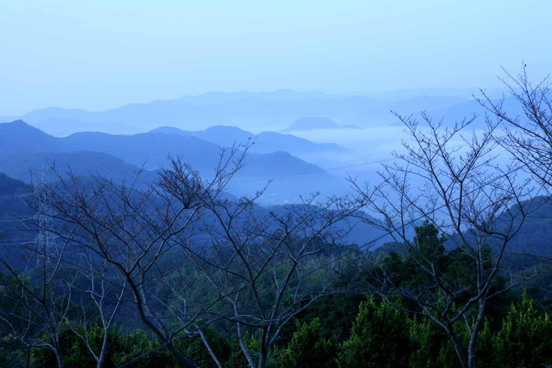 西播磨の山々と平家塚 イメージ