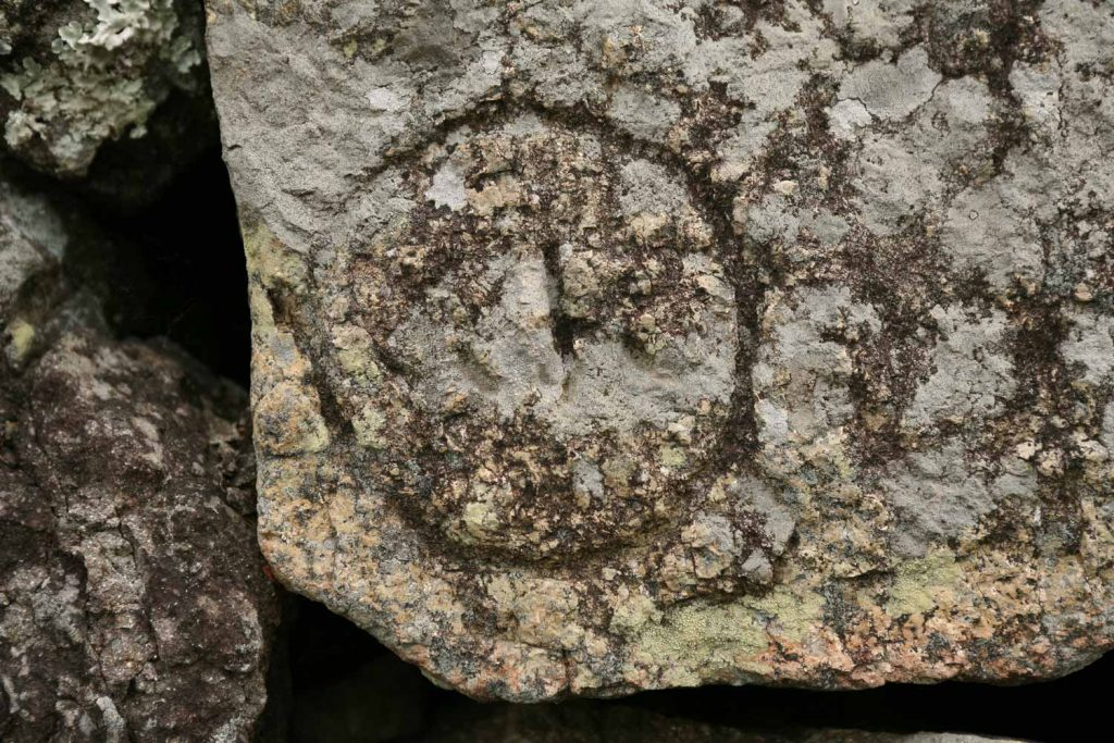 石垣に残る記号
